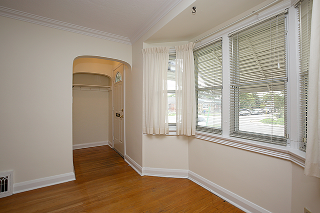 03 entry bay window